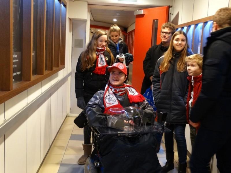 Myrthe heeft als wensdagbegeleider Brian een fantastische dag bezorgd bij Ajax. Met het fototoestel in de hand, heeft ze alle prachtige herinneringen die deze dag gevormd zijn vastgelegd.